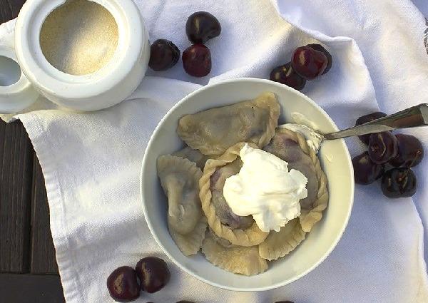 Вкусное тесто для вареников с вишней