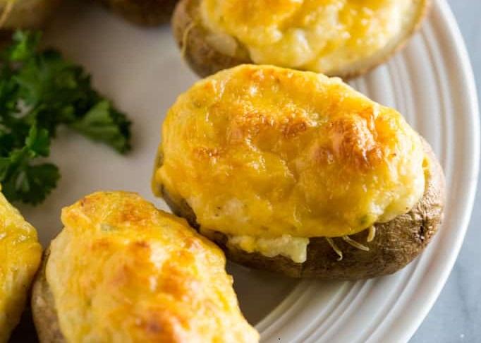 Молодая картошка запеченная в духовке с сыром