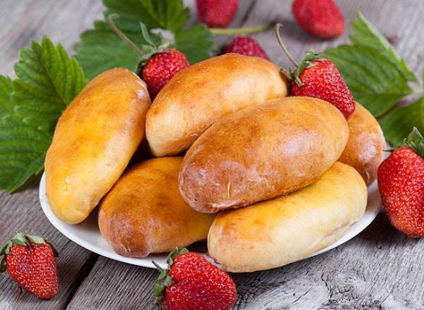Рецепт пирожков с клубникой в духовке