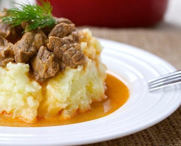 Рецепт вкусного гуляша из говядины с подливкой