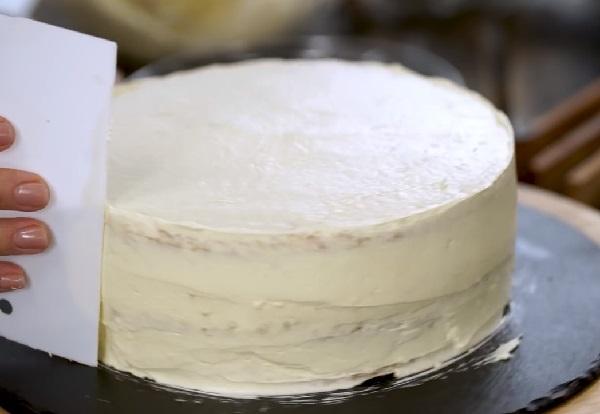 Белый новогодний торт