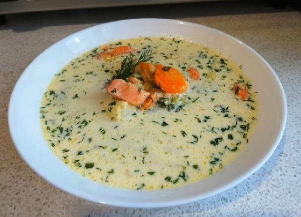 Финский суп с форелью и сливками лохикейтто