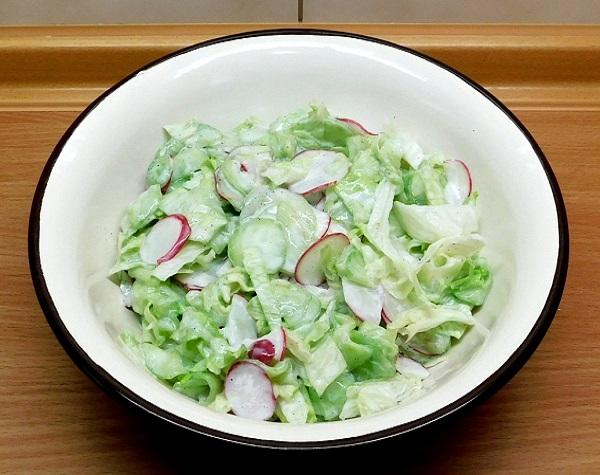 Салат из молодой капусты с огурцом рецепт