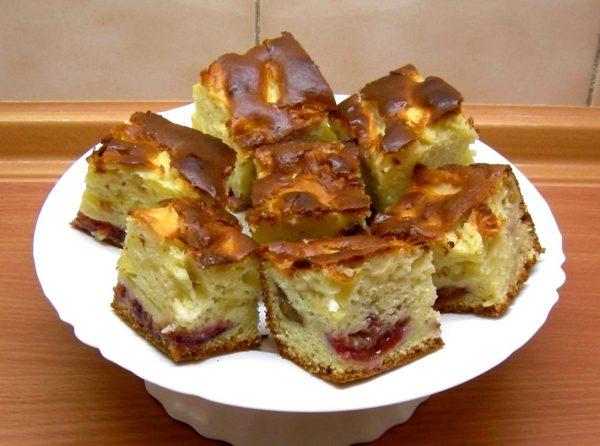 Пирог с яблоками в духовке на кефире
