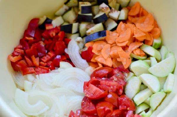 Овощи для заготовки нарезаем