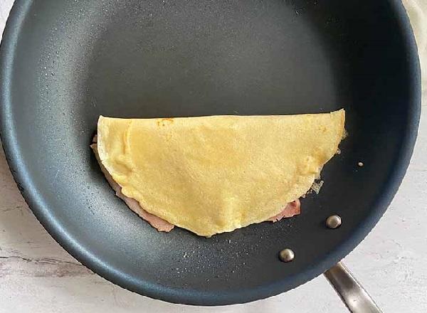 Как сделать блины с ветчиной и сыром