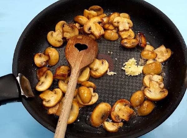 Жульен с курицей и грибами простой рецепт