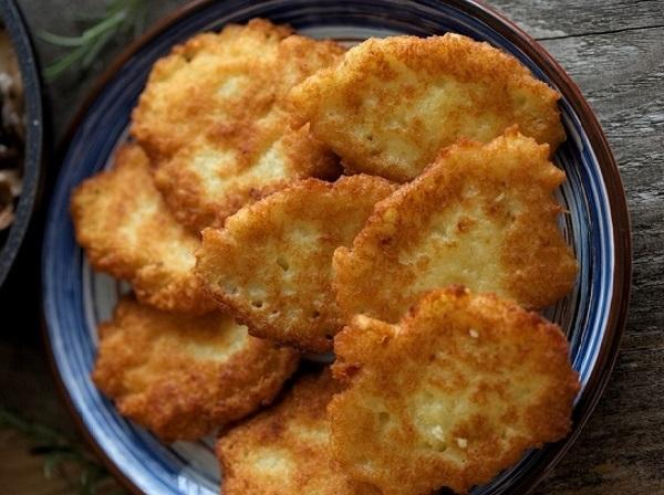 Картофельные драники на сковороде рецепт классический пошаговый