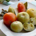 Квашеные зеленые помидоры