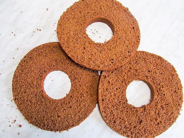Рецепт шоколадного торта с вишней поэтапно