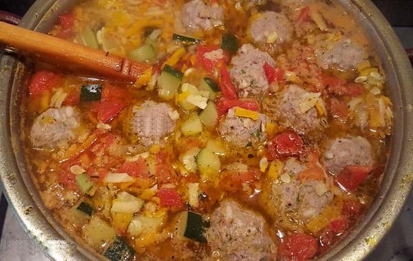 Простой рецепт вкусного супа с фрикадельками